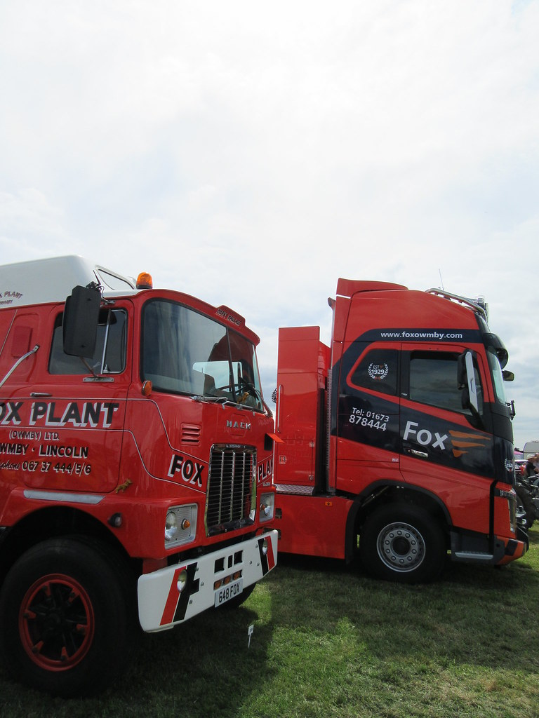 Mack F700 and Volvo FH16 - Fox Plant | 1976 and 2017 tractor… | Flickr