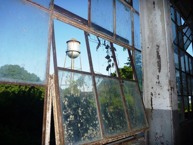 Olhar do leitor. Caixa d'água em Fordlândia, Fordlandia, foto - Celivaldo Carneiro