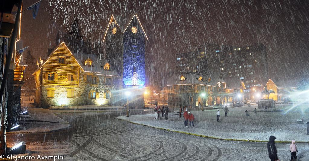 Centro Civico de noche y nevando