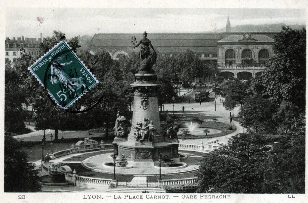 Place Carnot à Lyon avant la construction de l'échangeur autoroutier de Perrache.
