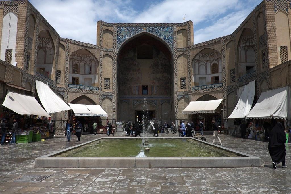 Иран: от крохоборства до гостеприимства