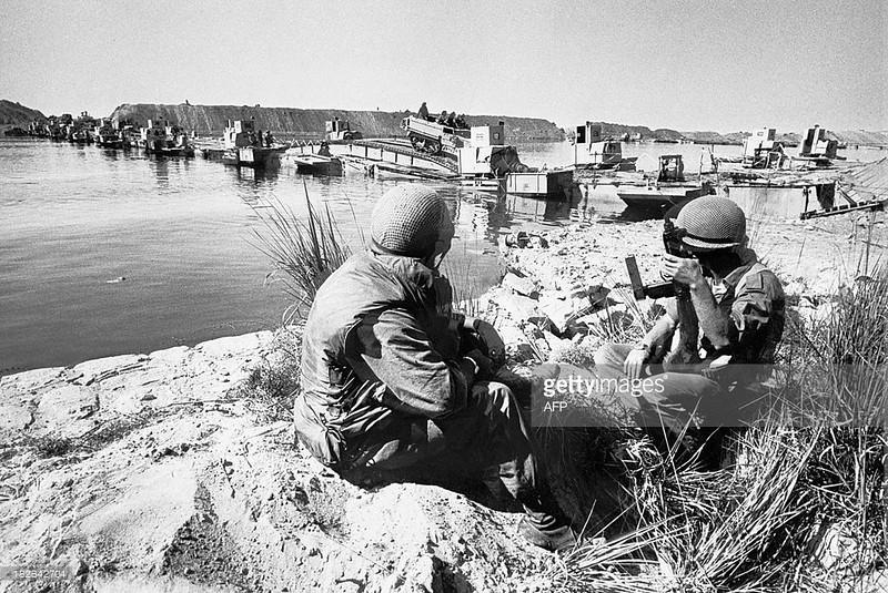 M3-halftrack-pontoon-bridge-suez-canal-1973-gty-1
