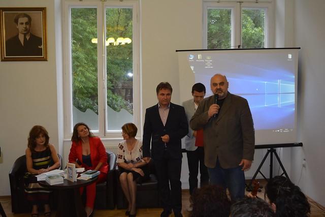 35257150495 2d9914e241 z Dublă lansare de carte Florin Cezar Călin   9 iunie
