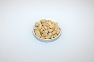 03 - Zutat Pinienkerne / Ingredient pine nuts