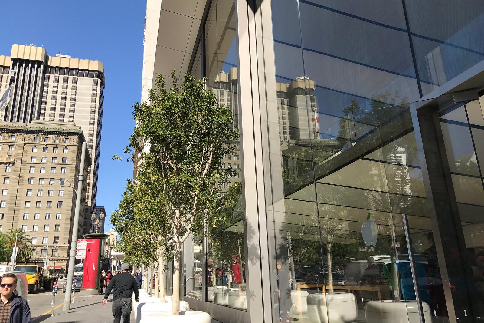 Apple Union Square in San Francisco -2017