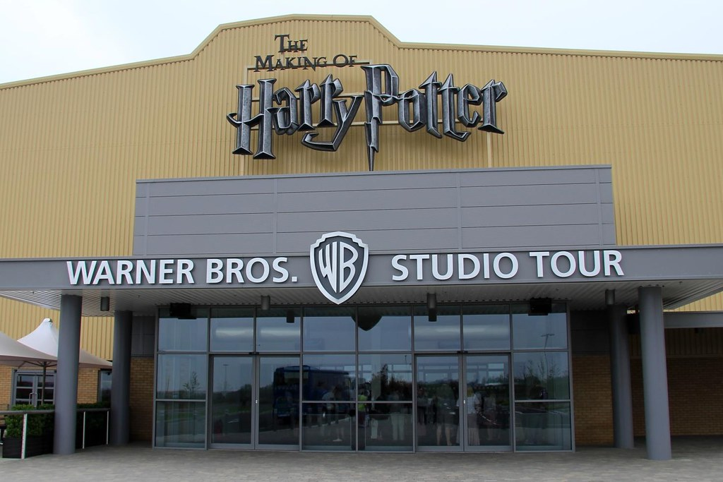 Harry_Potter_Leavesden_entrance_by_Karen Roe