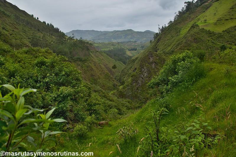 Circuito Quilotoa : Circuito quilotoa en coche aldeas andinas en verdes montañas