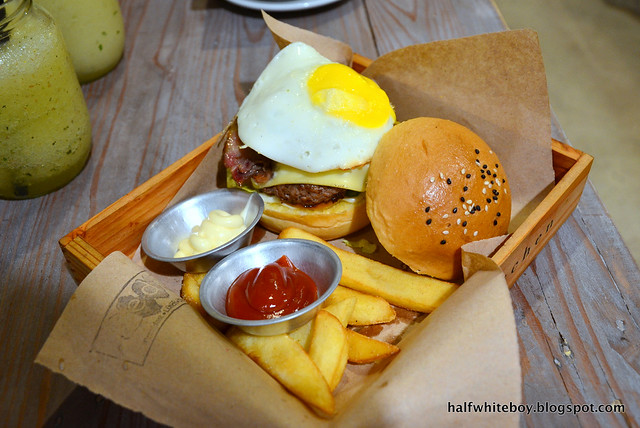 halfwhiteboy - ted's kitchen, sta cruz, laguna 08