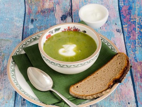 Sommersuppe aus Gurke, Erbsen und Salat (3)