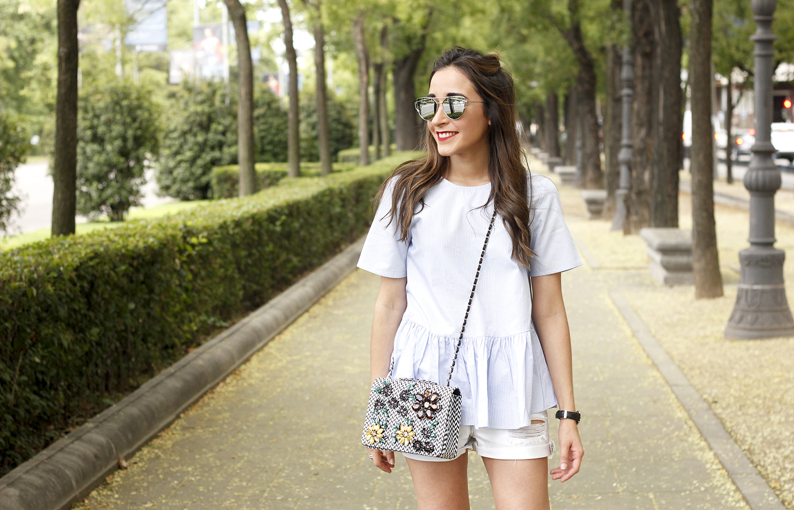 blue light striped shirt denim shorts uterqüe jewel bag accessories summer outfit07