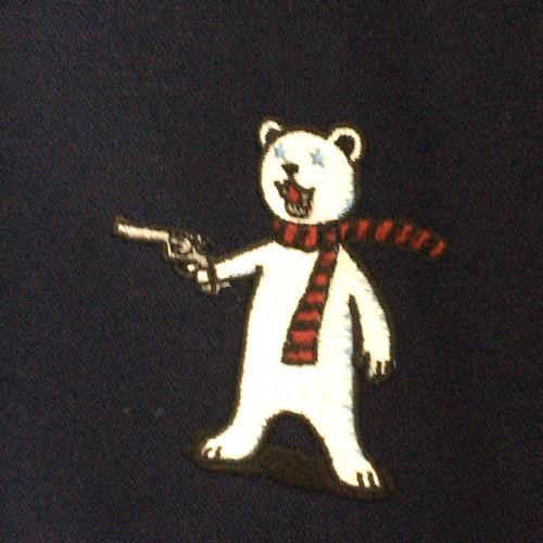 クマ銃のワイシャツ
