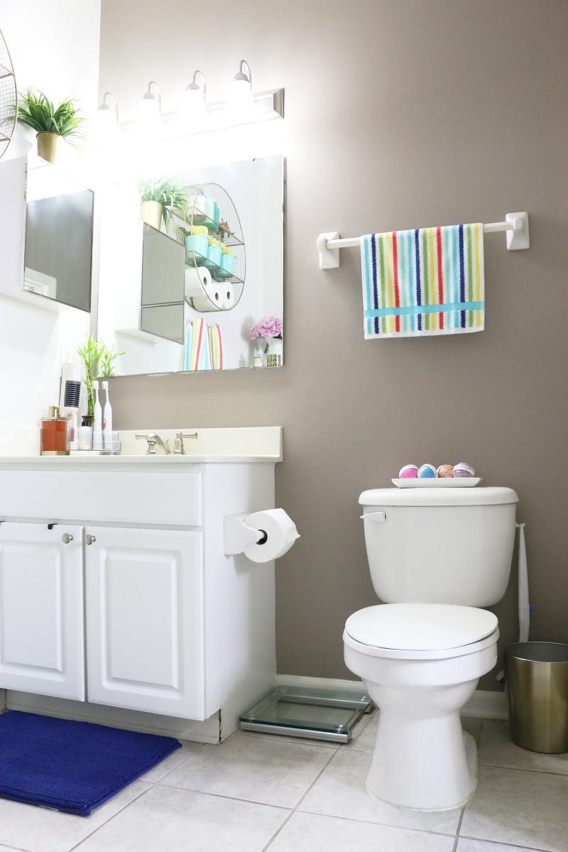 bright-colorful-bathroom-summer-refresh-8