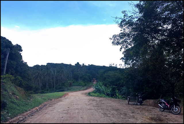 Dirt road to Pa Hin Dum (ผาหินดำ)
