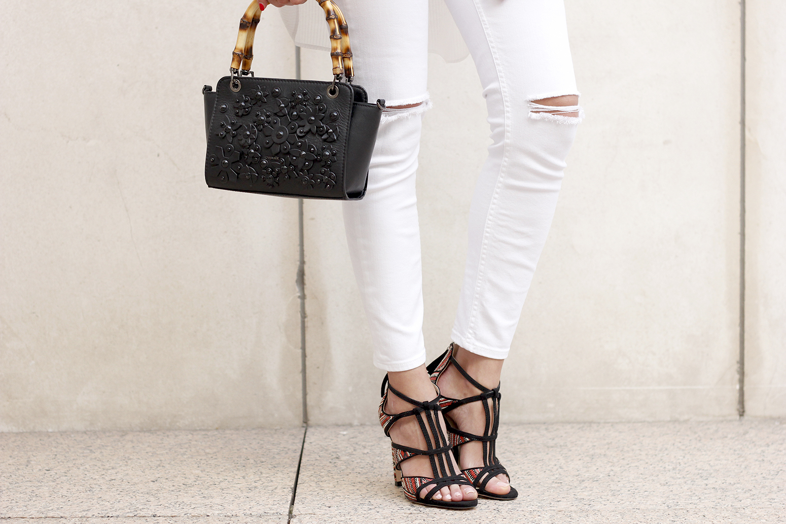 white outfit uterqüe bag heels summer style5