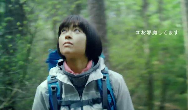 宇多田ヒカル、野鳥の鳴き声に気付いて振り返り「#お邪魔してます」とつぶやく。