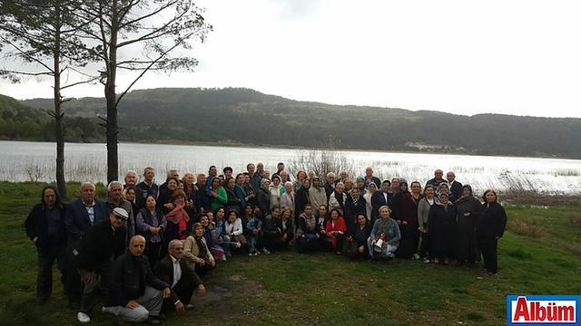 Alanya Kent Konseyi Başkanı Nurhan Özcan ve geziye katılanlar Albüm'e poz verdi.