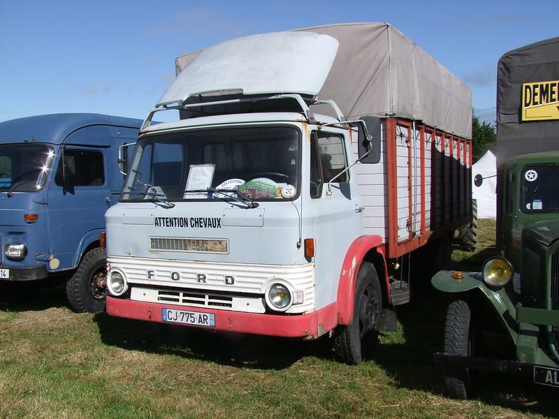 Rassemblement de camions anciens en Normandie 35399829051_0778889511_c