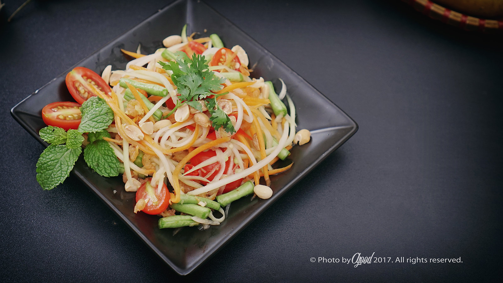 Som Tum Thai – Thailand Sour and Spicy Green Papaya Salad