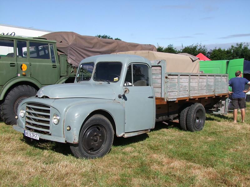 Rassemblement de camions anciens en Normandie 35491356506_0b7e750f4c_c