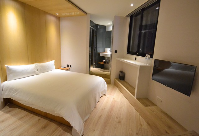 Meander Taipei Hostel double room