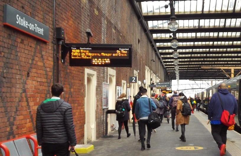 Stoke-on-Trent駅のホーム