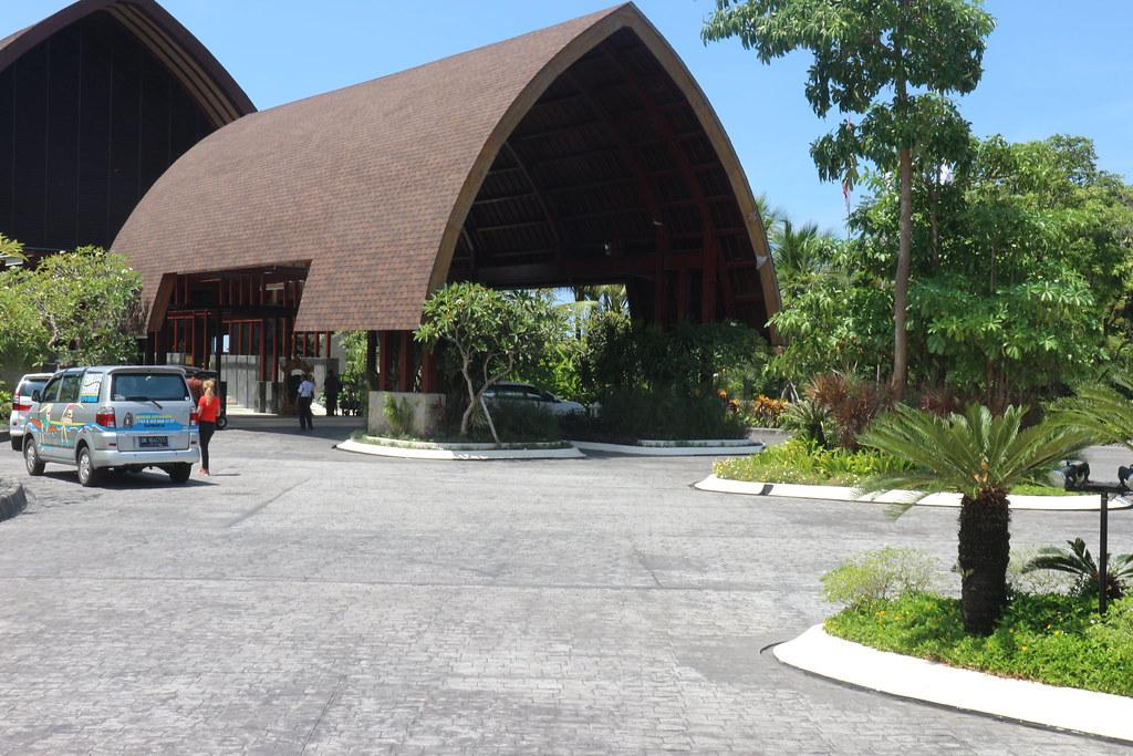 Inaya Putri Bali - Entrance