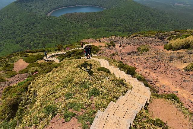 韓国岳から大浪池の階段