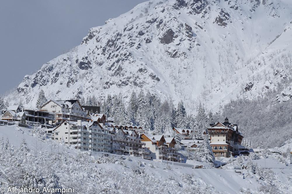 Los hoteles y el centro de Villa Catedral, después de una fuerte nevada