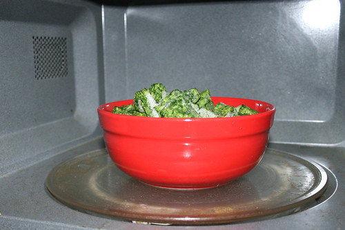 15 - Spinat in Mikrowelle auftauen / Defrost spinach in microwave