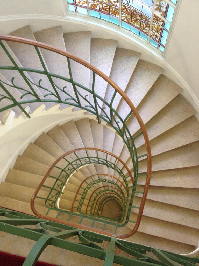 Escalier, immeuble art nouveau