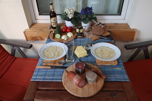 Abendbrot mit Wurst vom Hof Hauswörmann nach Klarer Spargelsuppe
