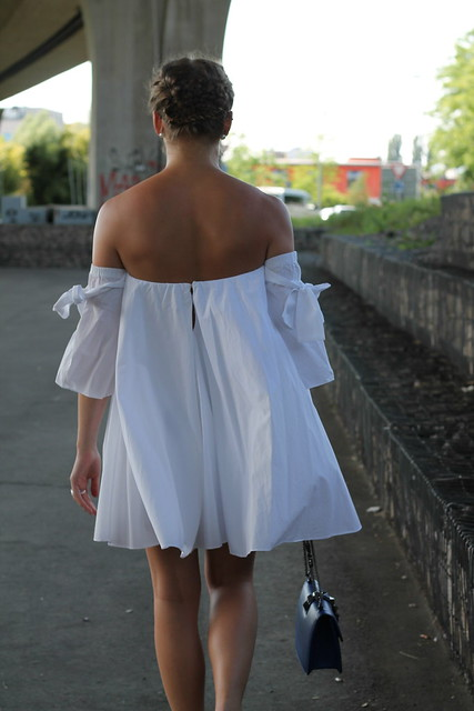 offshoulder-and-adiletten-whole-outfit-back-wiebkembg