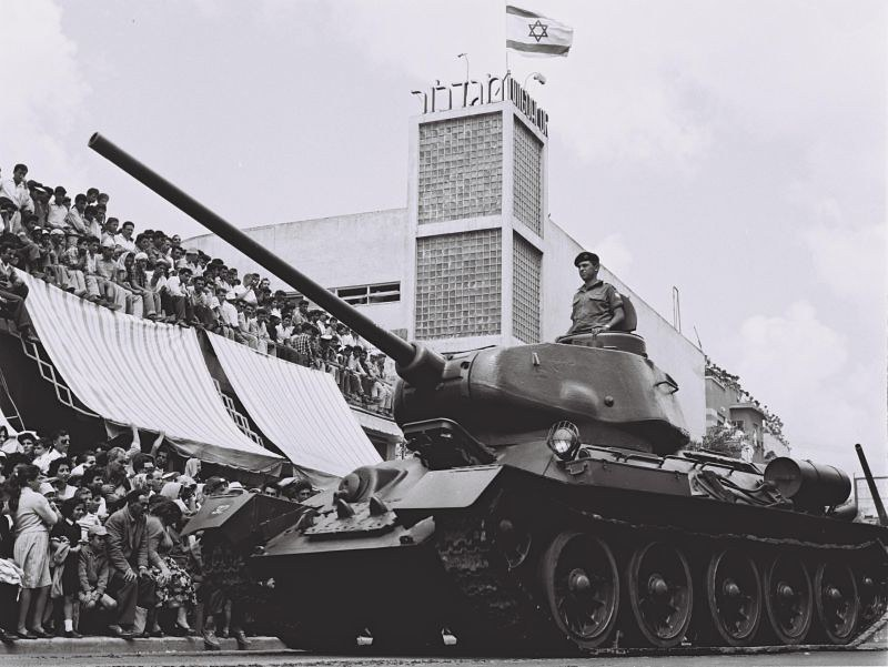 T-34-captured-parade-TA-1957-dlj-1