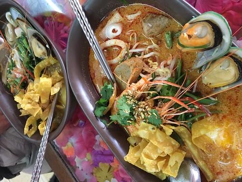 noodle soup seafood  tomyam / naamsai