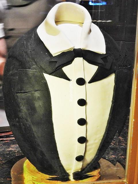 Tuxedo Suit Egg Cake
