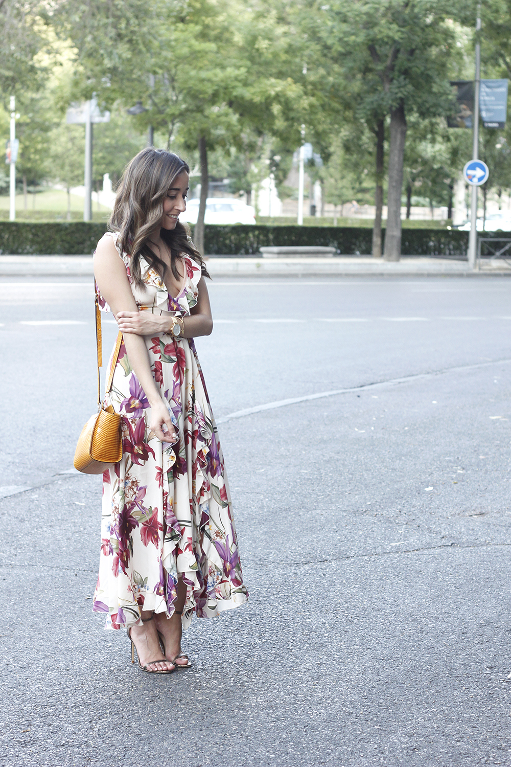 Maxi flower dress uterqüe mustard bag heels summer outfit style16