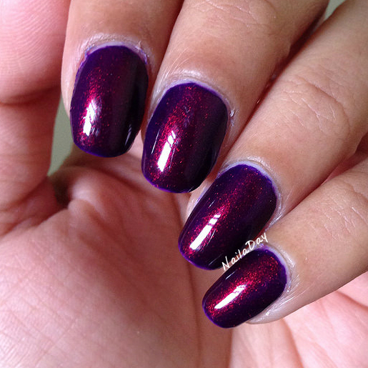 NailaDay: Broadway Dark Night with red/green color shift pigment