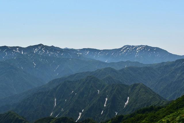 二王子岳からの飯豊山の眺め
