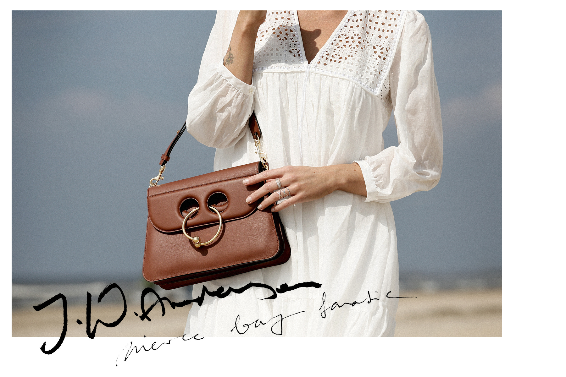 breuninger beach white dress closed j.w.anderson pierce bag straw hat summertime sunshine photography editorial vogue fashionblogger düsseldorf cats&dogs blog ricarda schernus modeblogger 2