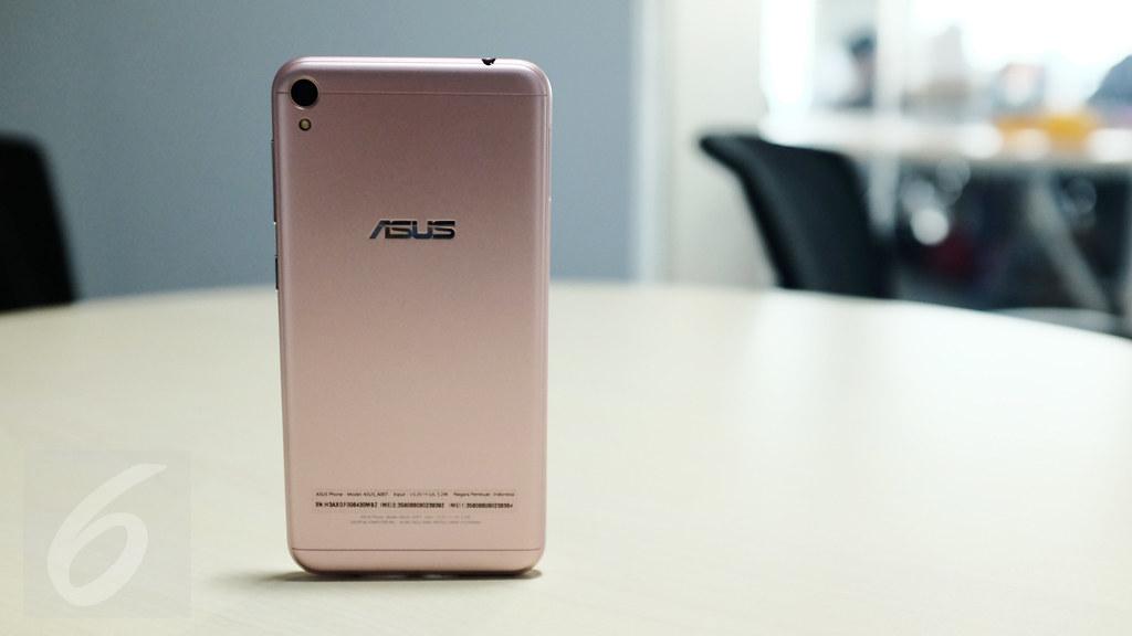 Bagian bodi belakang Asus Zenfone Live. Liputan6.com/Iskandar