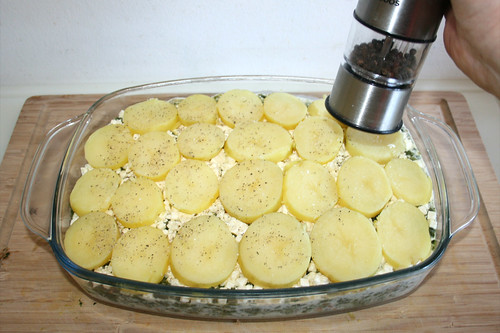 50 - Kartoffelscheiben mit Pfeffer & Salz würzen