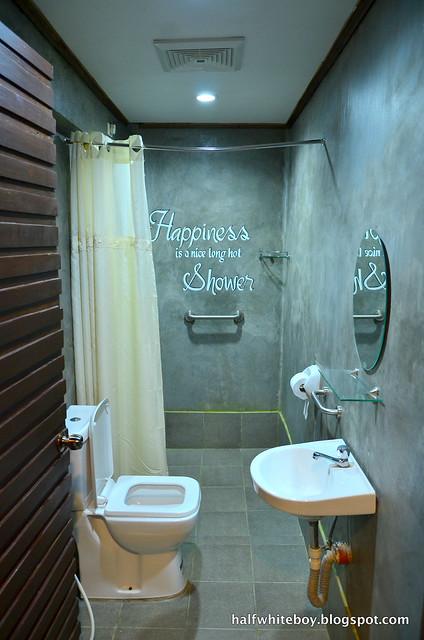 halfwhiteboy - ted's bed and breakfast, sta cruz, laguna 10