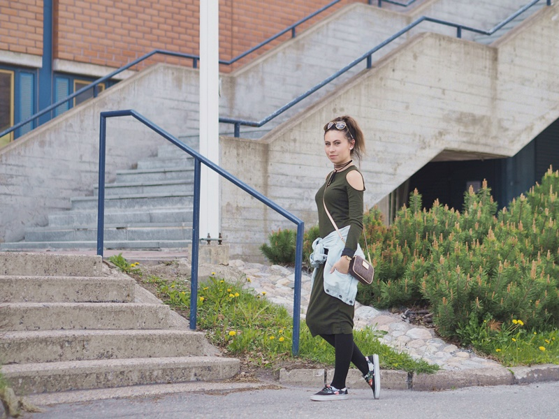 army-green-midi-dress-pull&bear