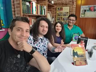 Firma de libros en Librería Bravo