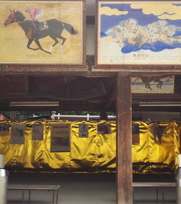 藤森神社の馬駆け神事