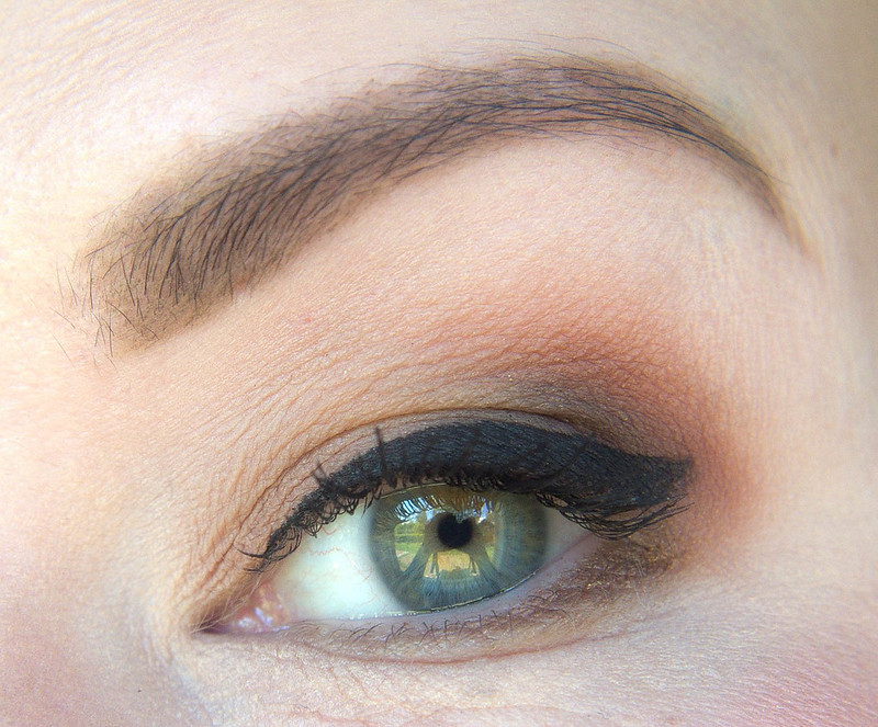 Urban Decay Gold Griot makeup