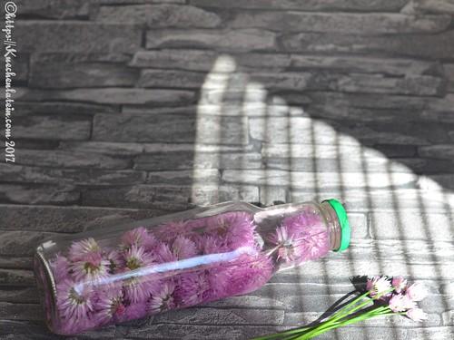 Schnittlauchblüten in Essig