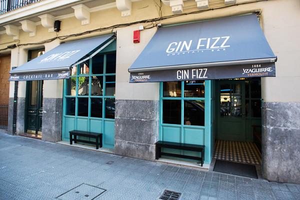 Gin Fizz Cocktail Bar
