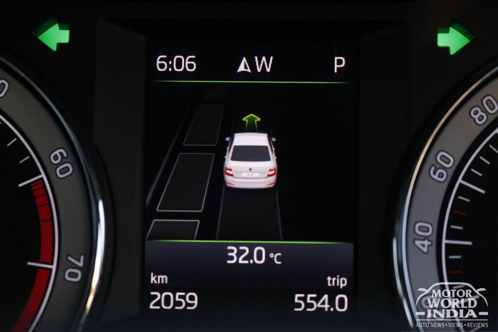 2017-Skoda-Octavia-Facelift-Interiors (6)