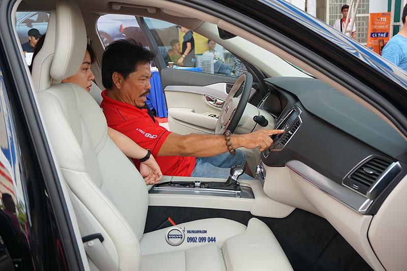 Hinh-05-Volvo-viet-nam-tham-du-hoi-cho-xe-lon-nhat-dong-bang-song-cuu-long